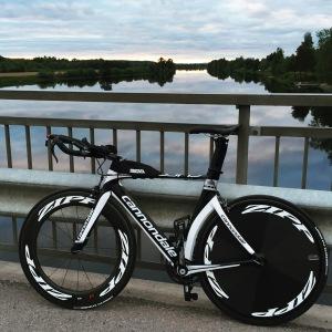 cykeln kvällsfixad med sprillans däck